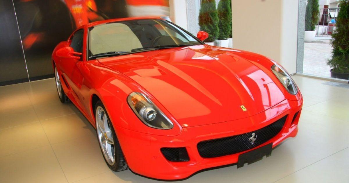 Почему Ferrari красные, а Subaru синие? Разбираемся в цветах