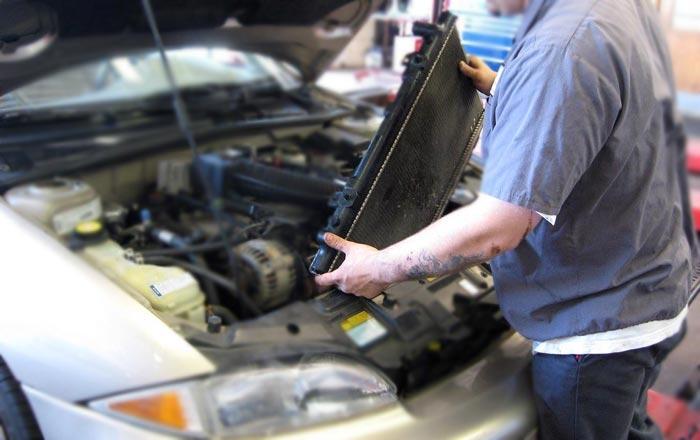 Потек радиатор двигателя. Как устранить?