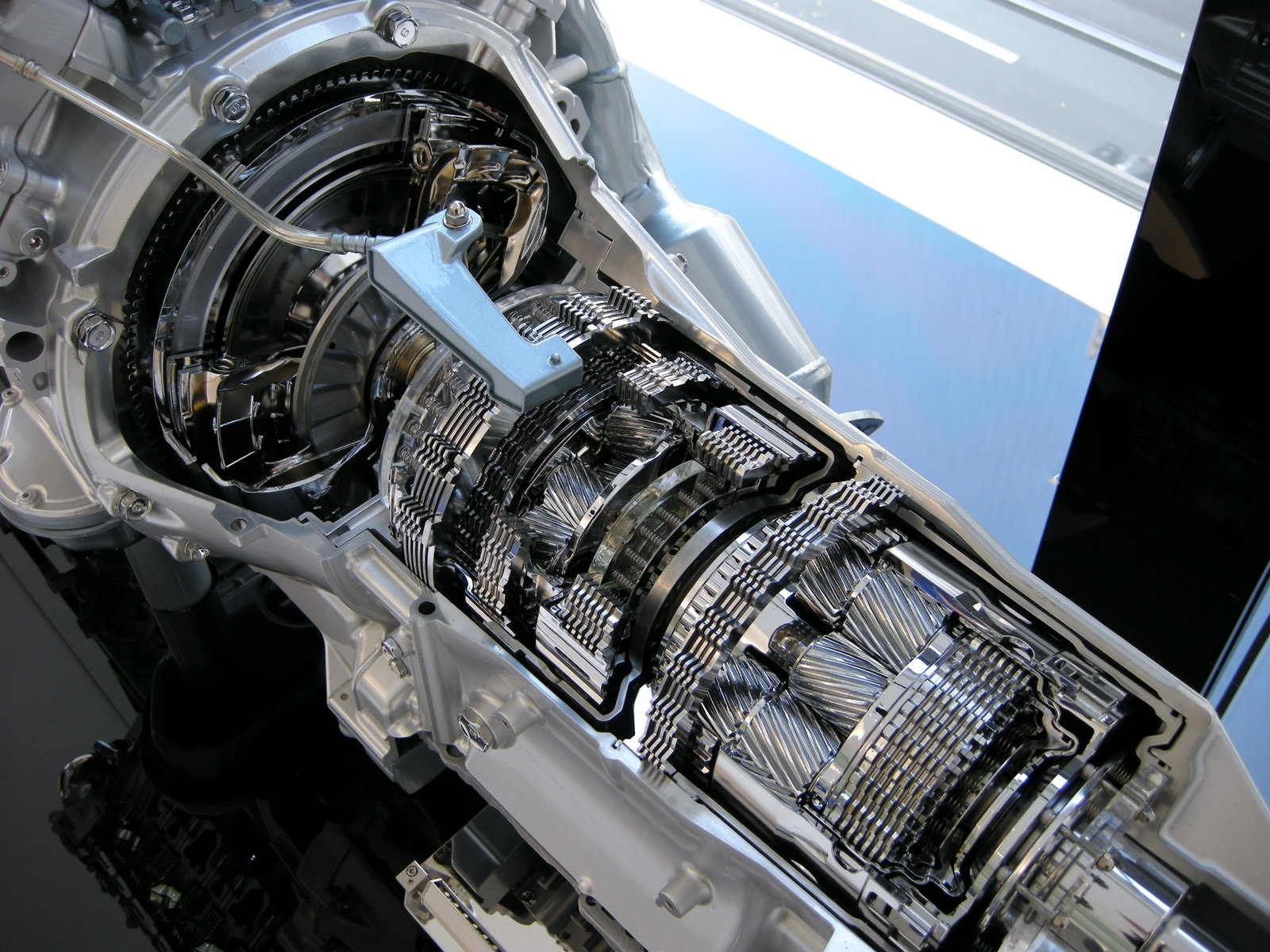 Особливості вибору та характеристики трансмісійних масел для авто
