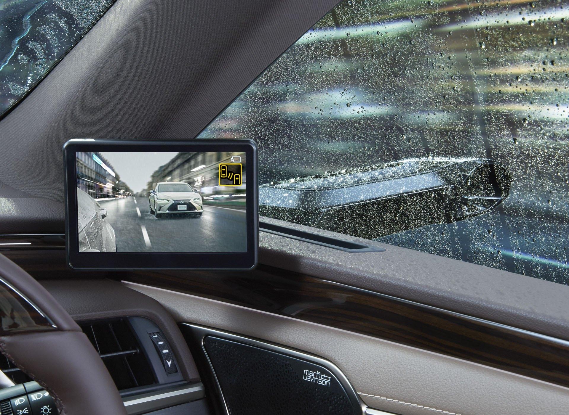 Lexus запускает в производство камеры вместо зеркал